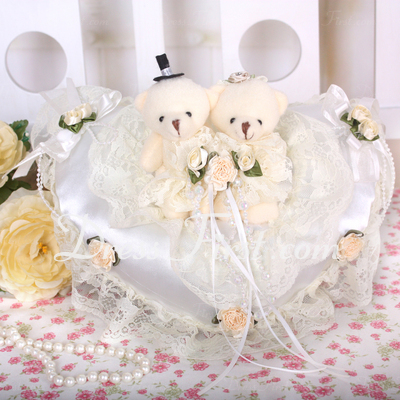 Heart Shaped Ring Pillow With Bear Couple (103018249)