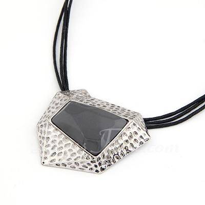 Gorgeous Alloy Resin Women's Fashion Necklace (137044814)