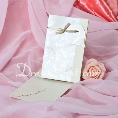 Heart Style Side Fold Invitation Cards (Set of 50) (114033296)