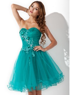 A-Line/Princess Sweetheart Knee-Length Tulle Homecoming Dress With Ruffle Lace Beading Flower(s)