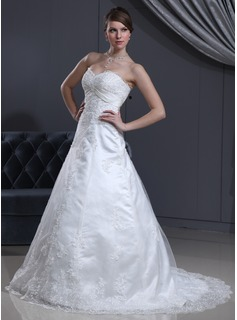 A-Line/Princess Sweetheart Court Train Tulle Wedding Dress With Lace Beading