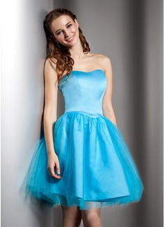 A-Line/Princess Sweetheart Knee-Length Satin Tulle Homecoming Dress