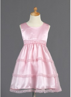 A-Line/Princess Scoop Neck Knee-Length Tulle Charmeuse Flower Girl Dress With Lace