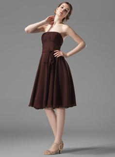 A-Line/Princess Strapless Knee-Length Chiffon Bridesmaid Dress With Ruffle Bow(s)