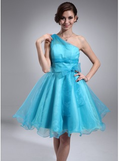A-Line/Princess One-Shoulder Knee-Length Organza Homecoming Dress With Ruffle