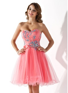 A-Line/Princess Sweetheart Knee-Length Tulle Charmeuse Homecoming Dress With Beading Sequins