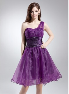 A-Line/Princess One-Shoulder Knee-Length Organza Charmeuse Homecoming Dress With Ruffle