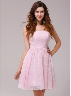 A-Line/Princess Strapless Knee-Length Lace Homecoming Dress