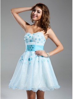 A-Line/Princess Sweetheart Short/Mini Organza Homecoming Dress With Beading Appliques Lace