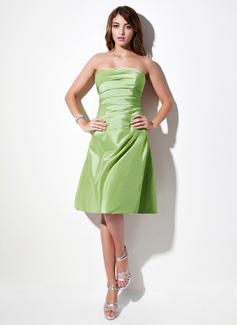 A-Line/Princess Strapless Knee-Length Taffeta Bridesmaid Dress With Ruffle