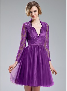A-Line/Princess V-neck Knee-Length Tulle Charmeuse Lace Cocktail Dress With Beading Sequins
