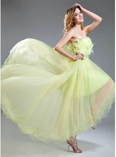 A-Line/Princess Strapless Asymmetrical Tulle Prom Dress With Beading