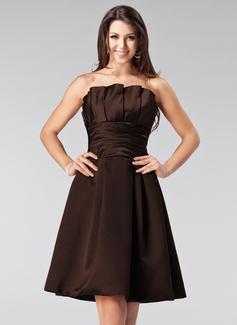 A-Line/Princess Scalloped Neck Knee-Length Satin Bridesmaid Dress With Ruffle
