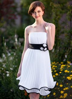 Imperialna Bez ramiączek Do Kolan Chiffon Charmeuse Suknia dla Druhny Z Szarfy Kwiat(y)