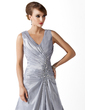 A-Line/Princess V-neck Court Train Taffeta Mother of the Bride Dress With Ruffle Lace Beading (008006123)
