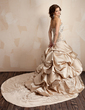 Balo Elbisesi Askısız Şapel Kuyruk Satin Gelinlik Ile Nakışlı Büzgü Pullarda (002001445)