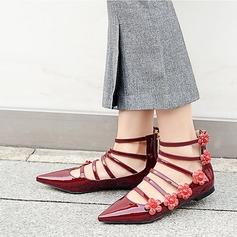 Kvinnor Lackskinn Flat Heel Platta Skor / Fritidsskor Stängt Toe med Blomma skor